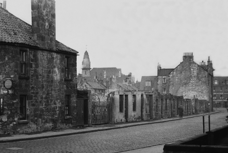 Wonder Street,   early 1950s. The Musselburgh Arms can be seen in the distance on the right.